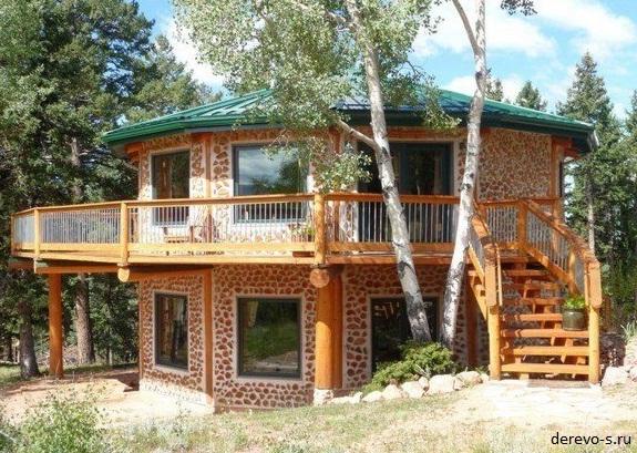 Дом с поленьев и глины фото
