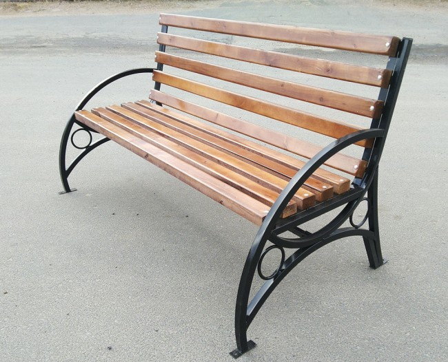 кованая скамейка из дерева 5