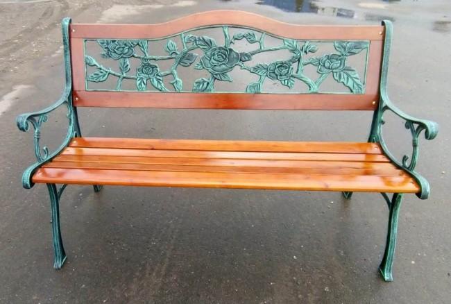 Кованая мебель с элементами дерева — парковые скамейки: виды и особенности